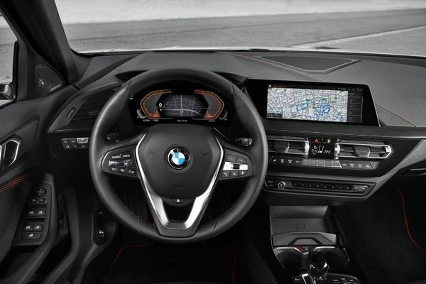 Review of the All New BMW 118i Sport Line F40 2020 Dashboard