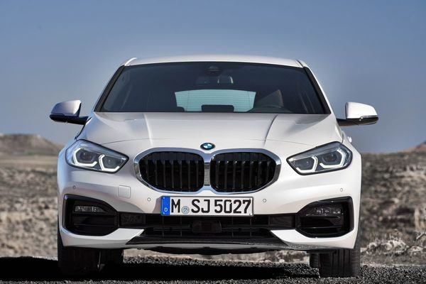 Review of the All New BMW 118i Sport Line F40 2020 Front