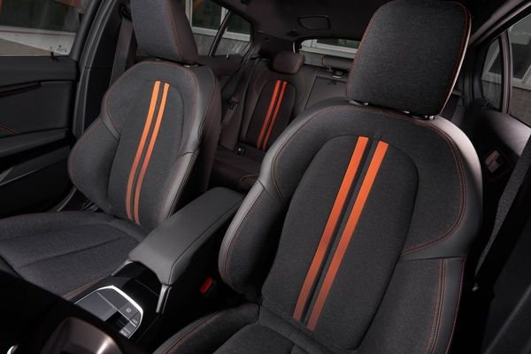 Review of the All New BMW 118i Sport Line F40 2020 Seat