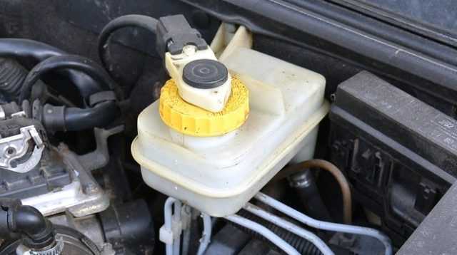 Why Your Brake Fluid should be refilled